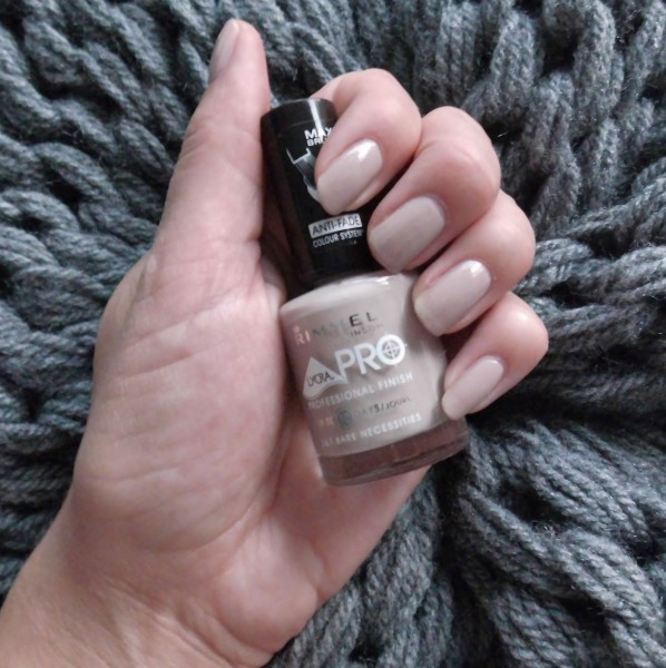 Nude-nails-Rimmel-367-Bare-Necessities-1