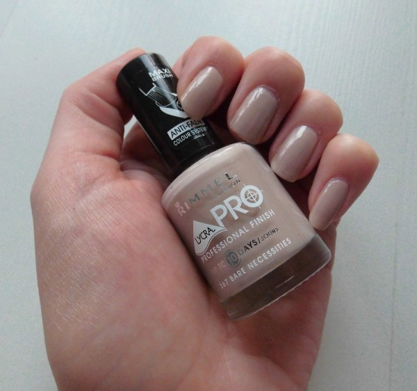 Nude-nails-Rimmel-367-Bare-Necessities-3