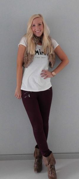 How-to-4-manieren-om-een-wit-t-shirt-te-dragen-3