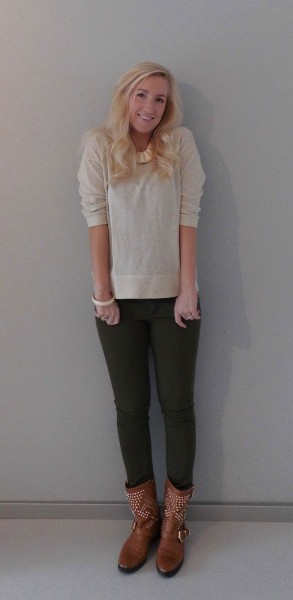 OOTD-glitter-sweater-en-army-groene-broek-met-boots-en-studs-2
