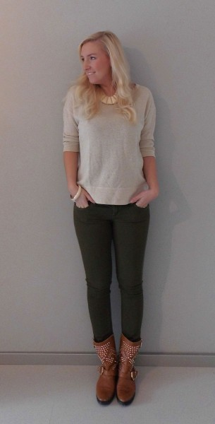 OOTD-glitter-sweater-en-army-groene-broek-met-boots-en-studs-3