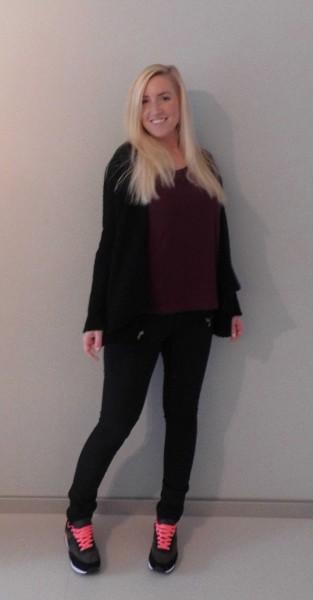 OOTD-outfit-nike-bershka-oversized-zwart-vest-zwart-en-bordeaux-rood-1