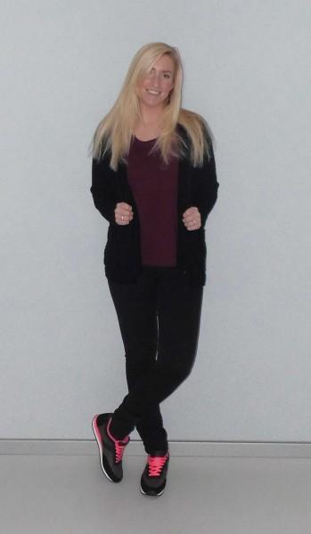 OOTD-outfit-nike-bershka-oversized-zwart-vest-zwart-en-bordeaux-rood-2