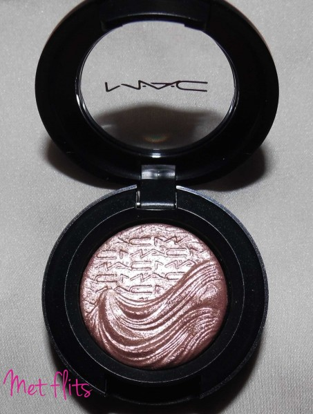MAC-Limited-Edition-Extra-dimension-eye-shadow-sweat-heat-2