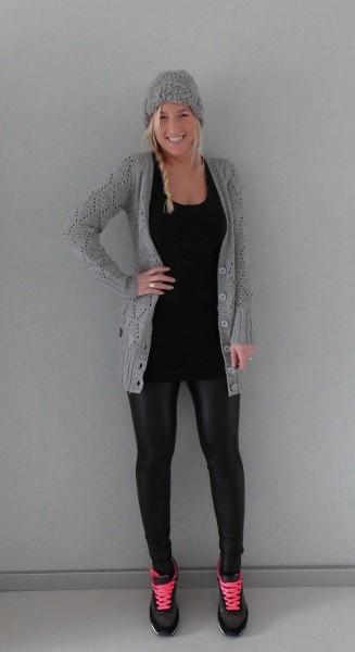 OOTD-outfit-of-the-day-leather-legging-nike-bershka-sneakers-vest-muts-leren-look-2