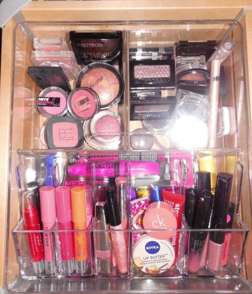organize-makeup-stash-na-3
