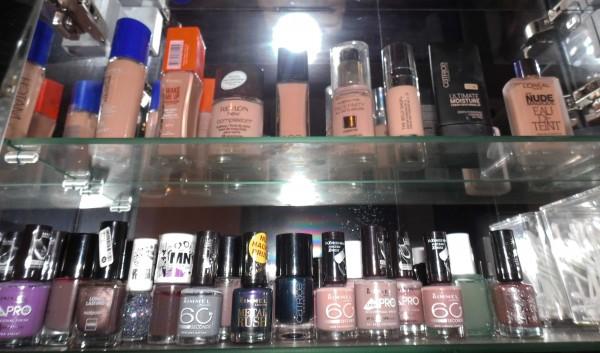 organize-makeup-stash-na-4
