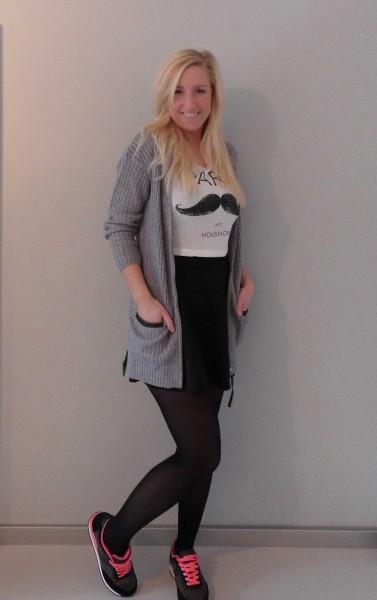 outfit-skater-skirt-cropped-top-nikes-bershka-en-vest-1