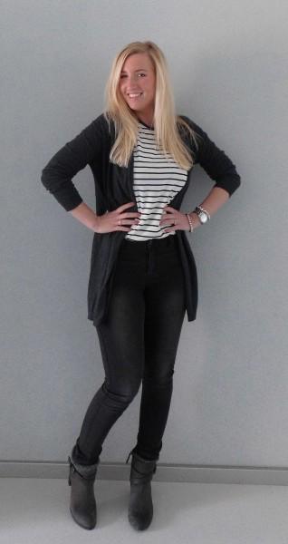 OOTD-outfit-vero-moda-only-high-waisted-dark-grey-jeans-gestreept-shirt-zara-vest-vero-moda-boots-stradivarius-3