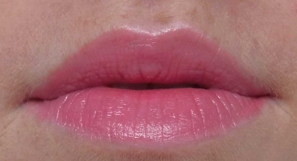 Prachtige-lip-combinatie-Catrice-Made-To-Stay-030-strawberry's-secret-en-H&M-lipstick-Pink-Glove-2