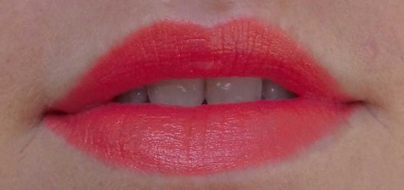 L'Oreal-Lipstick-Blond-Doutzen-372-orange-2