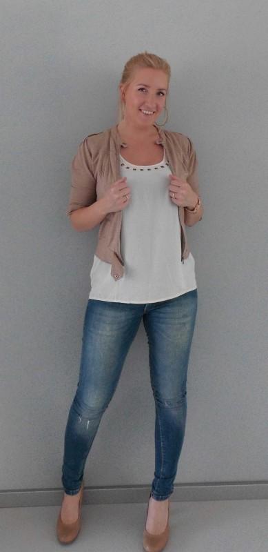 OOTD-outfit-of-the-day-casual-dressy-jeans-bershka-blazer-vest-beige-WE-gebroken-wit-shirt-vero-moda-pumps-van-haren-1