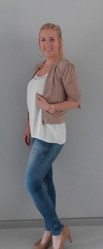 OOTD-outfit-of-the-day-casual-dressy-jeans-bershka-blazer-vest-beige-WE-gebroken-wit-shirt-vero-moda-pumps-van-haren-3