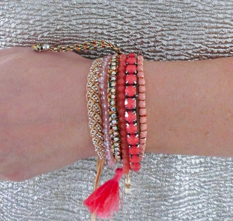 OOTD-outfit-waisted-boyfriend-jeans-primark-metalic-gold-shirt-H&M-bracelets-armbandjes-hippie-6
