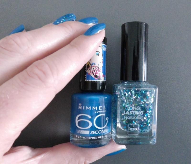 NOTD-nails-nagellak-rimmel-by-Rita-Ora-blindfold-me-blue-en-Hema-Ocean-Glitter-2