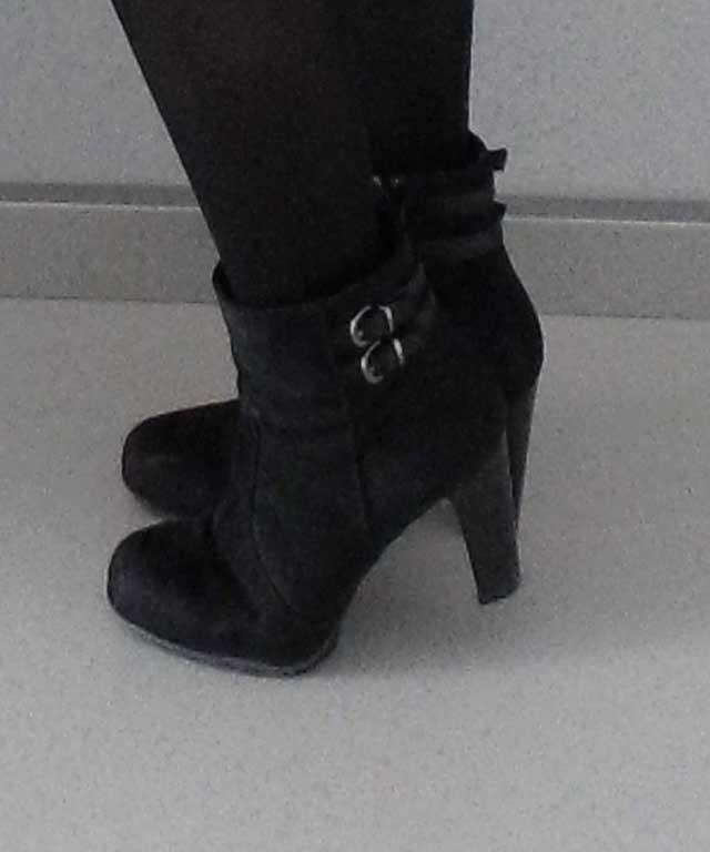 OOTD-outfit-office-work-day-netjes-leren-rok-hm-blouse-donkergroen-zwarte-laarzen-laarsjes-van-haren-4