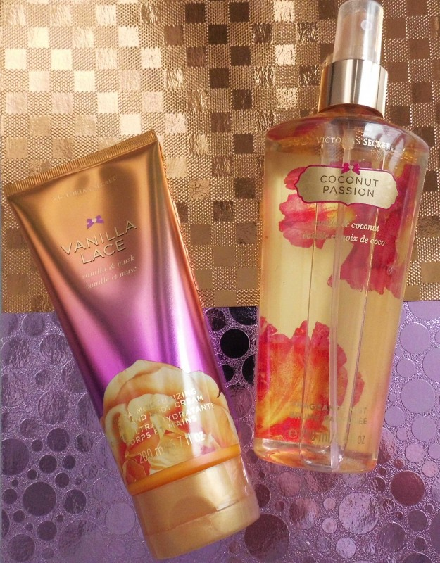 Review-CareForSkin.nl-Victoria's-Secret-Vanilla-Lace-Hand-Bodylotion-2