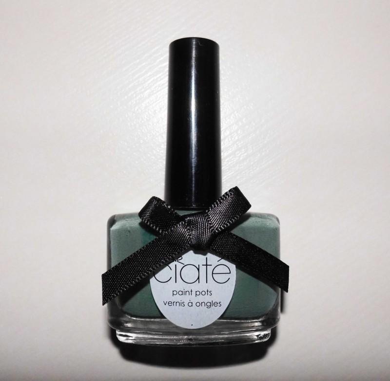 notd-ciate-nailpolish-in-018-vintage-dark-green-groen-nagellak-review-nagels-nails-1