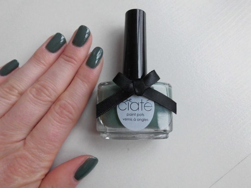 notd-ciate-nailpolish-in-018-vintage-dark-green-groen-nagellak-review-nagels-nails-2