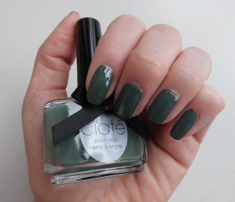 notd-ciate-nailpolish-in-018-vintage-dark-green-groen-nagellak-review-nagels-nails-4