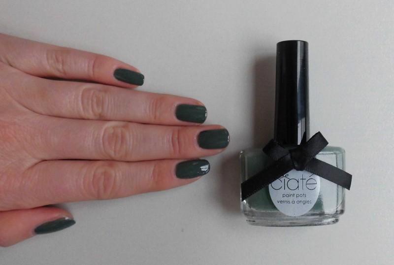 notd-ciate-nailpolish-in-018-vintage-dark-green-groen-nagellak-review-nagels-nails-5