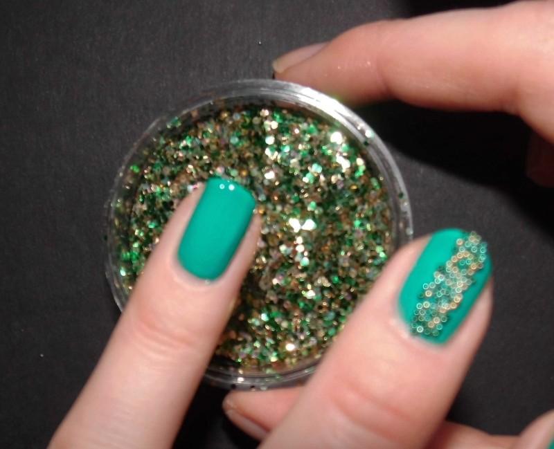 Kerst-nailart-nails-nagellak-nagels-NOTD-ciaté-caviar-glitter-groen-green-emerald-10