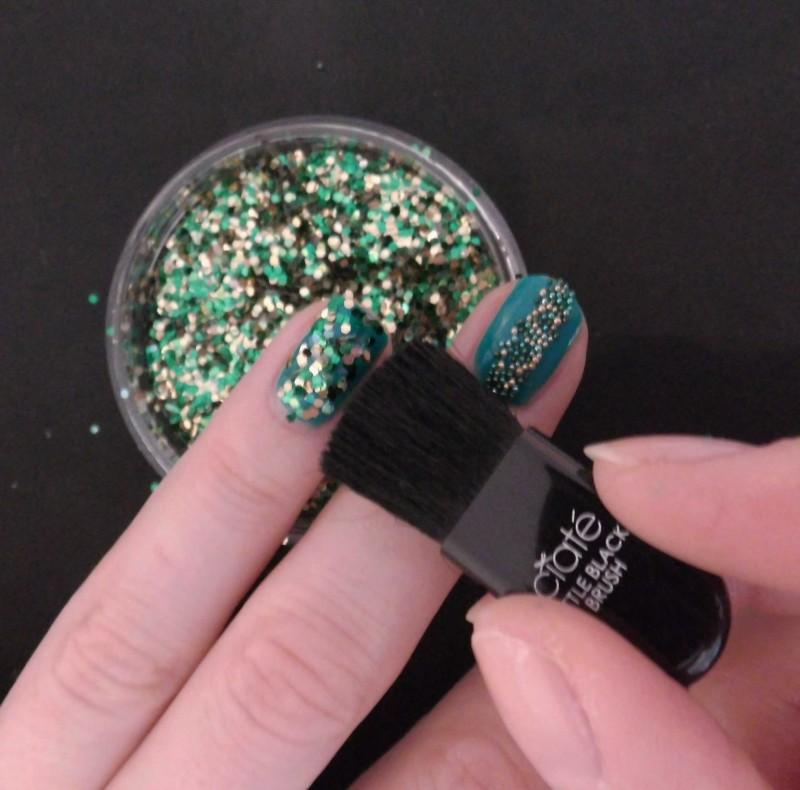 Kerst-nailart-nails-nagellak-nagels-NOTD-ciaté-caviar-glitter-groen-green-emerald-11