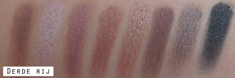 Review-makeup-revolution-london-flawless-ultra-eyeshadow-32-palette-blondiebeautyfashion-look-16