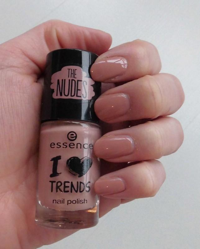NOTD-nagellak-nailpolish-essence-budget-the-nudes-trend-polish-03-i'm-lost-in-you-naturel-5