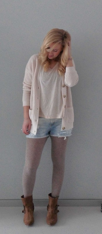 OOTD-outfit-of-the-day-what-im-wearing-look-style-fashion-date-comfy-casual-jeans-shorts-waisted-scheuren-broekje-vest-pastel-nude-4