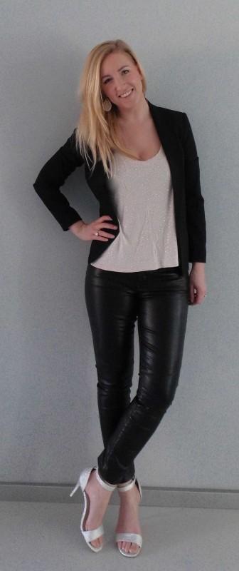 OOTD-outfit-leren-broek-leather-pants-glitter-hakken-sandalette-colbert-blazer-zwart-party-feestje-sexy-stijlvol-4