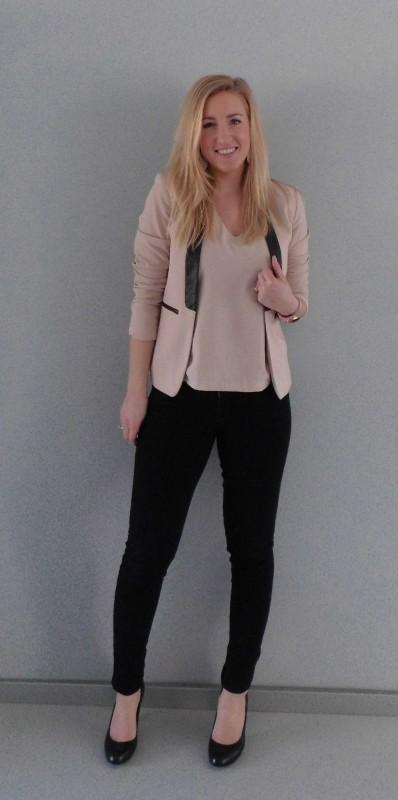 ootd-outfit-colbert-blazer-jeans-pumps-poeder-roze-zwart-netjes-werk-work-1