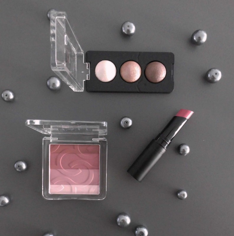 Review-swatch-Catrice-Limited-Edition-Deluxe-matt-blush-lipstick-floral-coral-en-deluxe-eyeshadow-trio-2