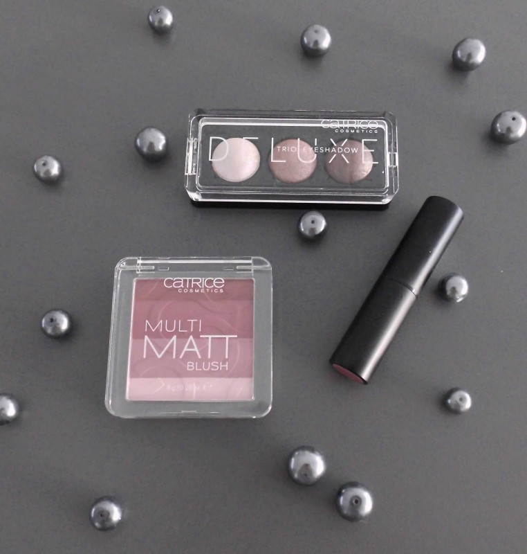 Review-swatch-Catrice-Limited-Edition-Deluxe-matt-blush-lipstick-floral-coral-en-deluxe-eyeshadow-trio