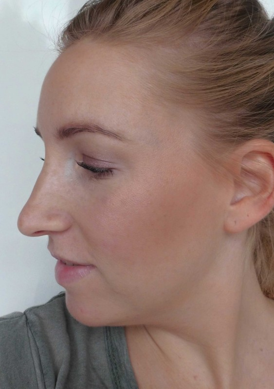 Review-Bobbi-Brown-Shimmer-Brick-in-Nectar-swatch-test-glow-highlighter-12
