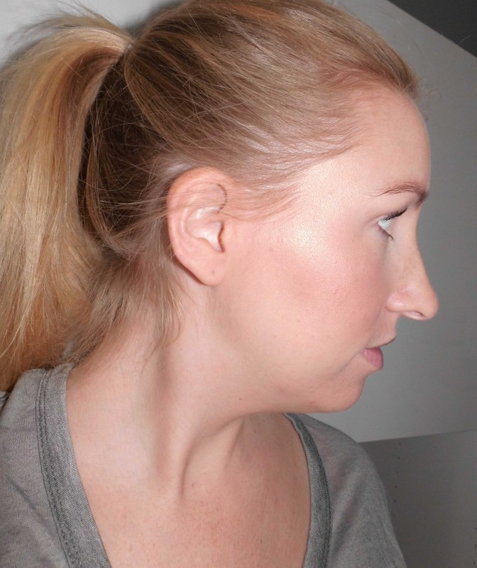 Review-Bobbi-Brown-Shimmer-Brick-in-Nectar-swatch-test-glow-highlighter-14
