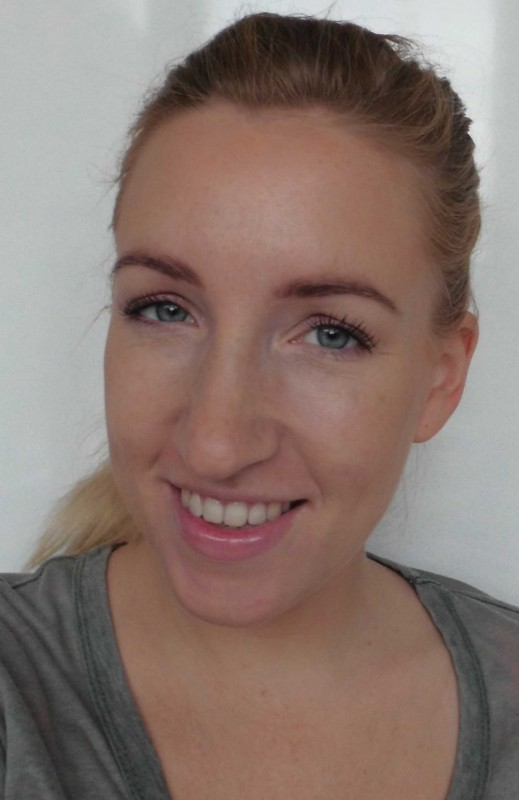 Review-Bobbi-Brown-Shimmer-Brick-in-Nectar-swatch-test-glow-highlighter-9