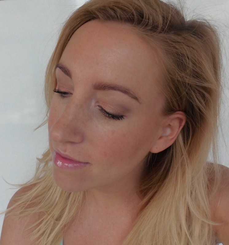 Review-Too-Faced-Born-This-Way-foundation-natural-beige-19