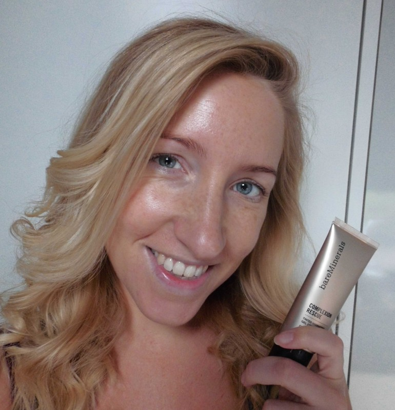 Review-BareMinerals-Complexion-Rescue-tinted-moisturizer-natural-naturel-look-swatch-10
