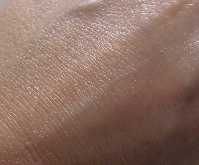 Review-BareMinerals-Complexion-Rescue-tinted-moisturizer-natural-naturel-look-swatch-9