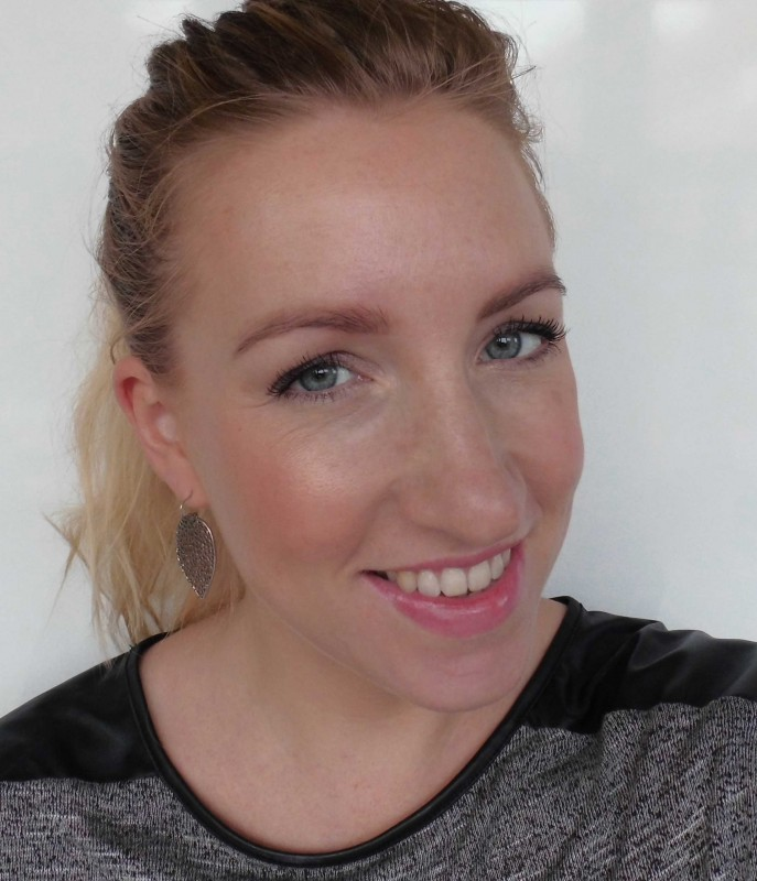Review-W7-Hollywood-Bronze-Glow-palette-dupe-Charlotte-Tilbury-Filmstar-bronze-glow-swatch-look-7