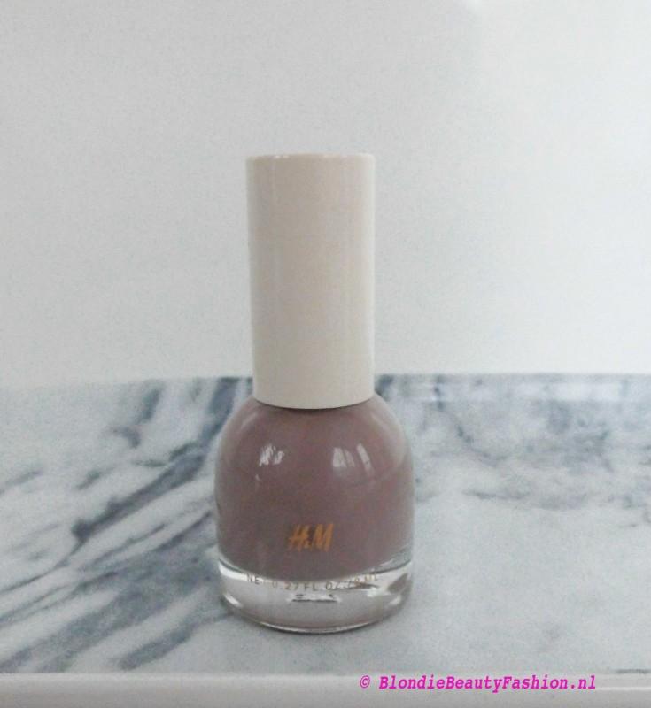 H&M-nagellak-nailpolish-go-to-greige-go-to-greige-notd-1