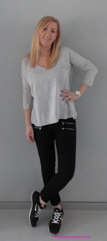 OOTD-outfit-of-the-day-simpel-stoer-basic-minimal-zwarte-cropped-broek-stradivarius-grijze-oversized-jumper-trui-bershka-nike-nikes-1