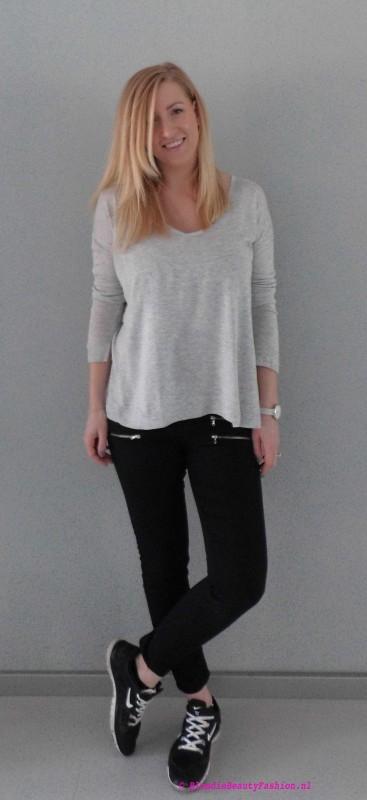 OOTD-outfit-of-the-day-simpel-stoer-basic-minimal-zwarte-cropped-broek-stradivarius-grijze-oversized-jumper-trui-bershka-nike-nikes-4