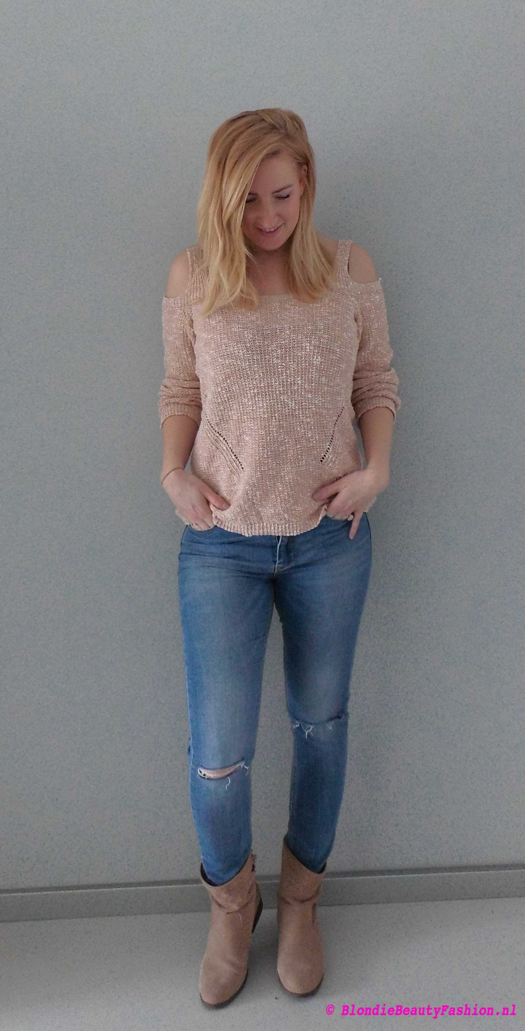 OOTD-lente-spring-outfit-style-casual-blote-schouders-trui-ripped-jeans-booties-boots-primark-stradivarius-5
