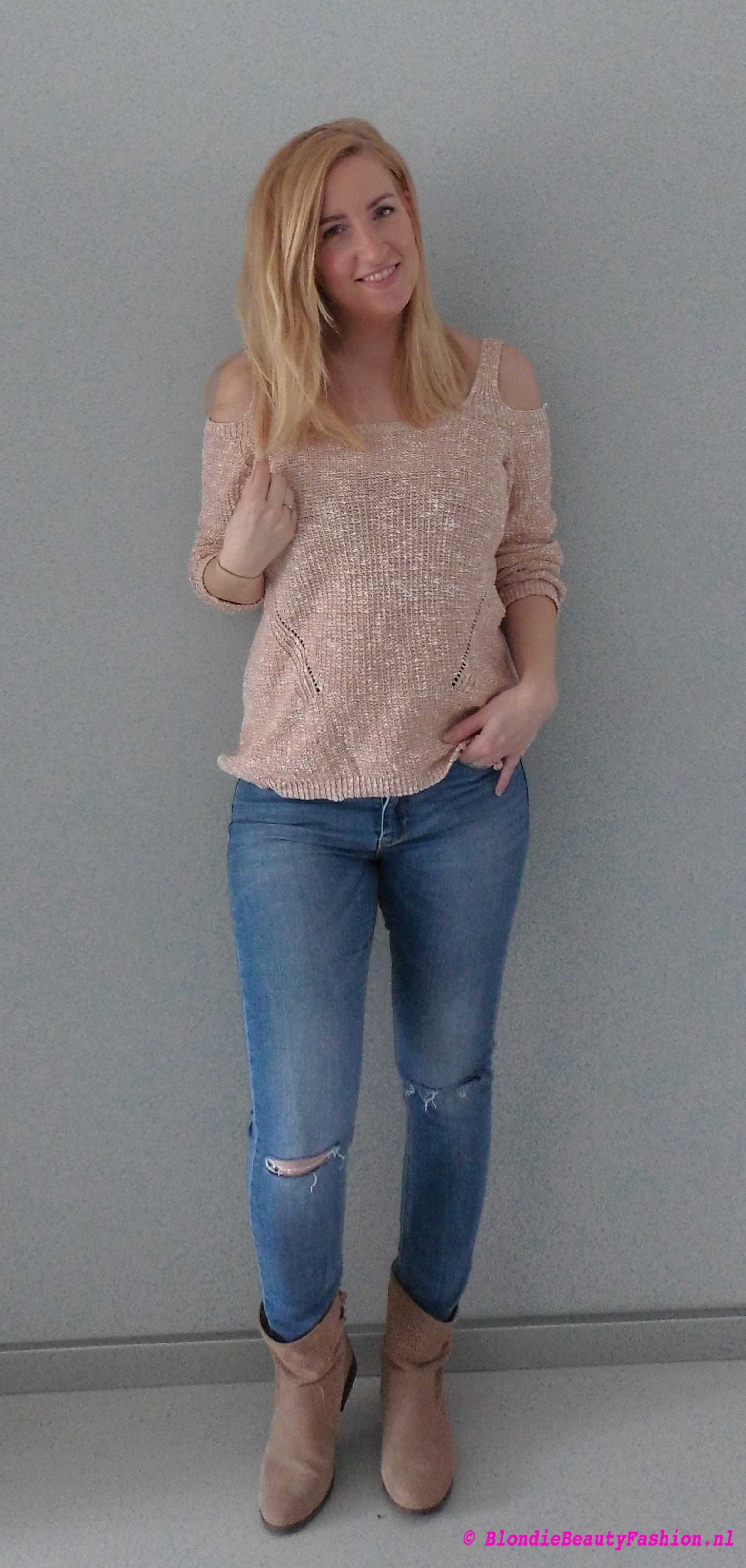 OOTD-lente-spring-outfit-style-casual-blote-schouders-trui-ripped-jeans-booties-boots-primark-stradivarius-6