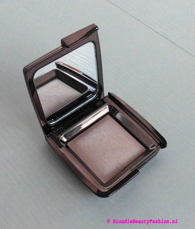 Review-hourglass-Ambient-lighting-power-dim-light-4