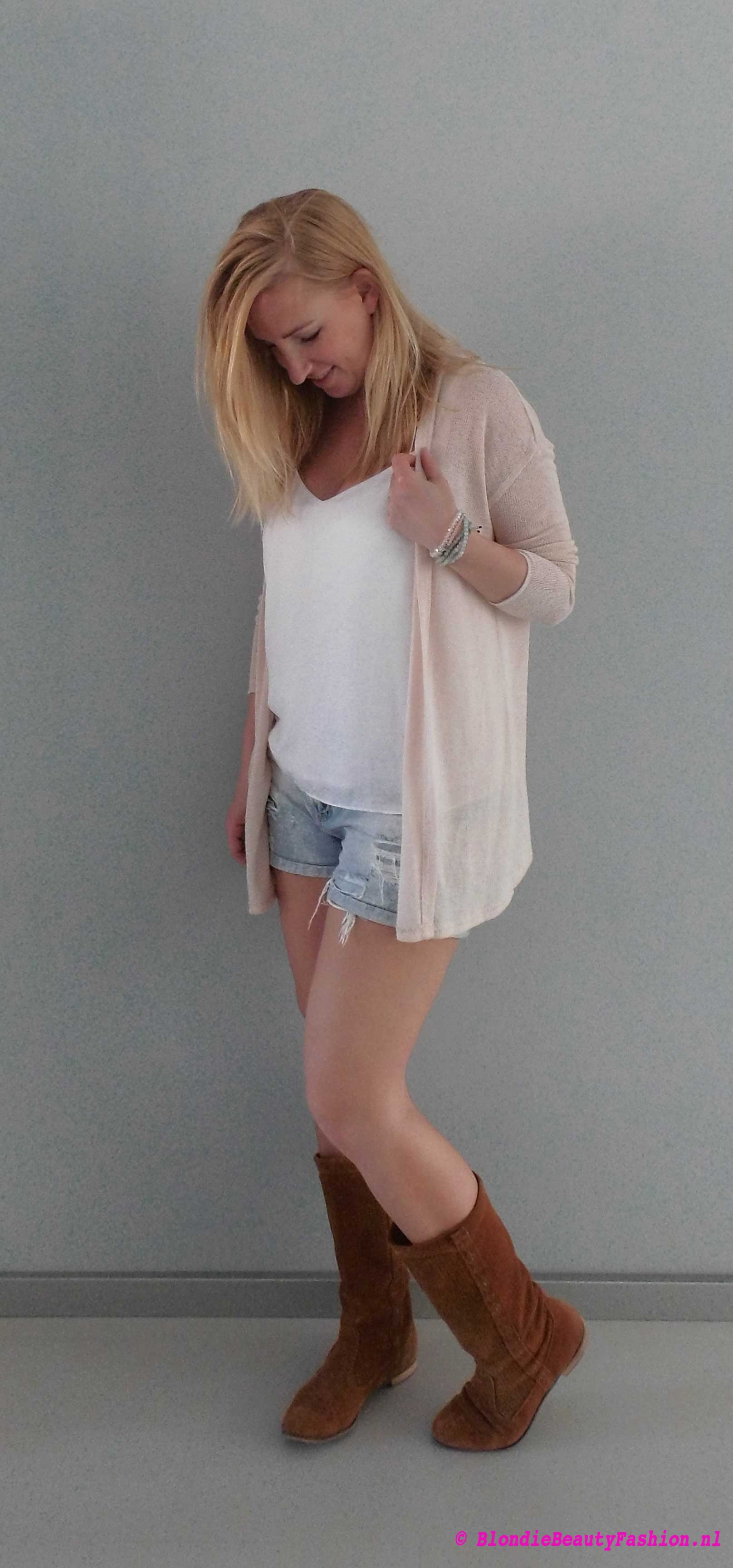 OOTD-outfit-style-festival-casual-jeans-shorts-wit-boots-stradivarius-zara-2