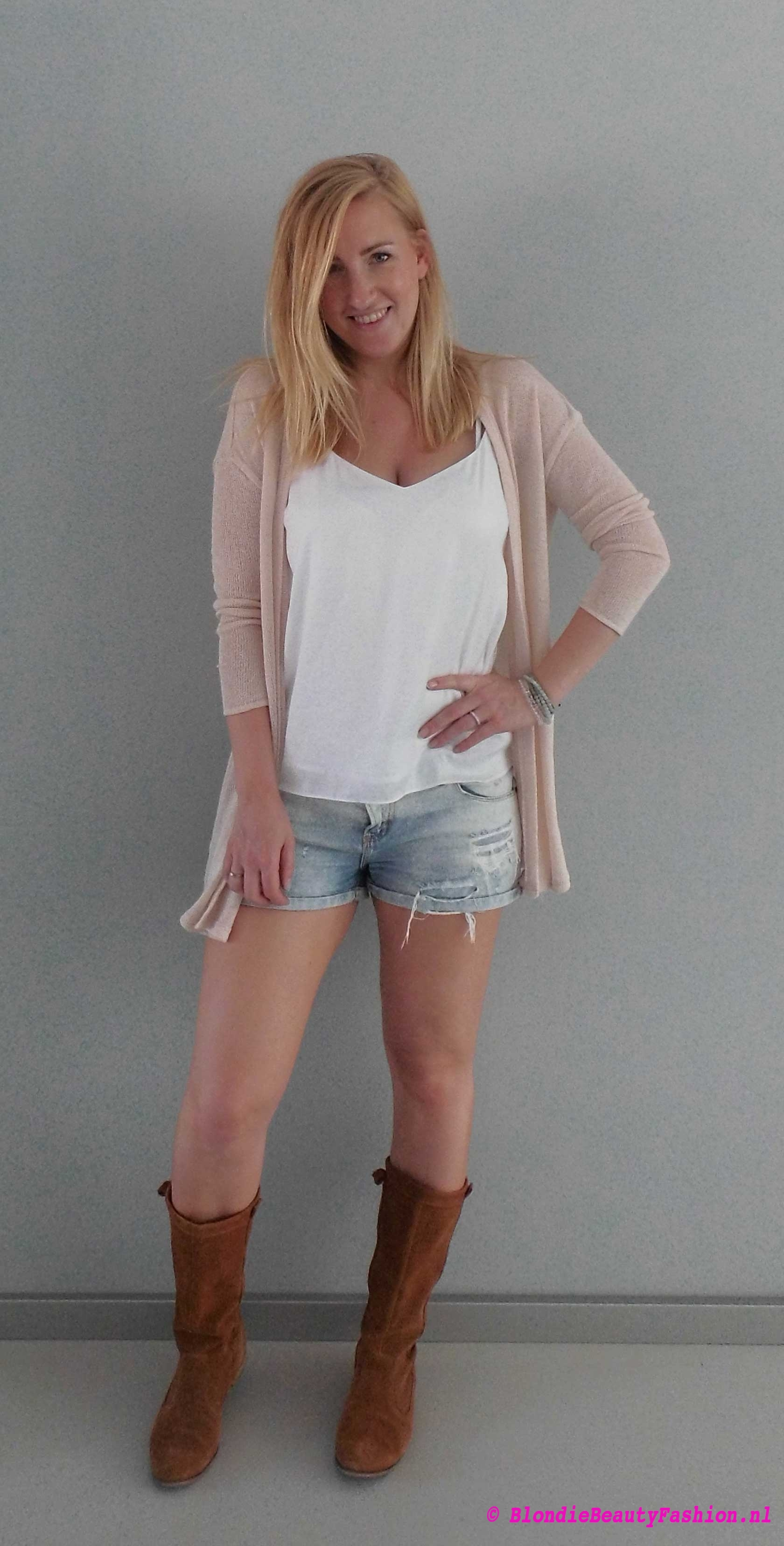 OOTD-outfit-style-festival-casual-jeans-shorts-wit-boots-stradivarius-zara-3
