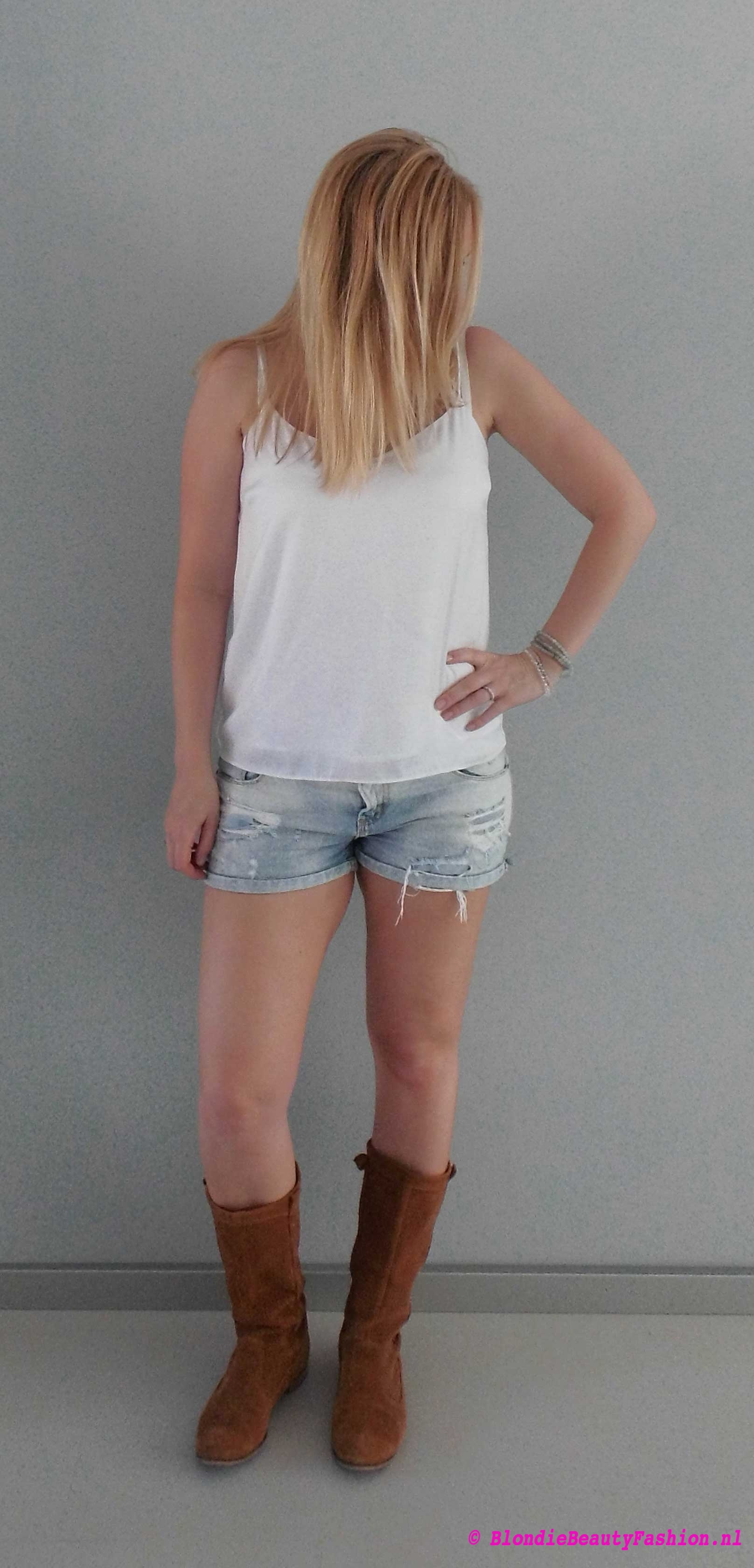 OOTD-outfit-style-festival-casual-jeans-shorts-wit-boots-stradivarius-zara-4